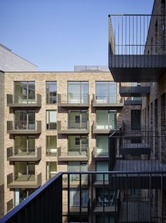 160224 AHMM Grand Union 249 Residential Architecture, Contemporary Architecture, Architecture Details, Multi Storey Building, Brick Images, Balcony Railing, Brick Facade, Felder, Brickwork