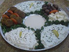 mediterranean appetizer platter/ divisiones con pererjil