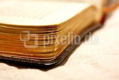 Buchseiten mit Goldschnitt