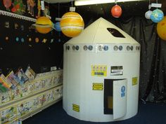 CLASSROOM: Primary Classroom Display Ideas - Yes! If you can catch their imaginations when they're young, that interest and curiosity will stay with them for the rest of their lives. Primary Classroom Displays, Space Theme Classroom, School Displays, Classroom Decor, Decoracion Star Wars, Space Activities, Space Preschool, Craft Space, Preschool Lessons