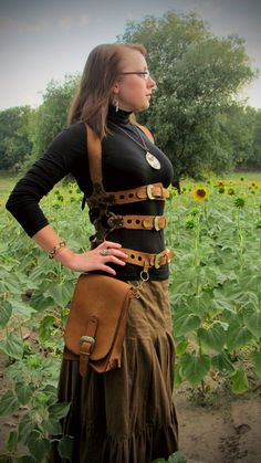 Steampunk leather harness with hip bag Steampunk Fashion Women, Steampunk Clothing, Steampunk Cosplay, Steampunk Diy, Corsets, Mode Alternative, Steampunk Couture, Steampunk Accessories, Victorian Steampunk