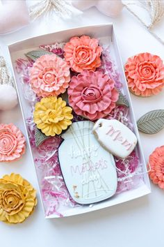 Pretty Mother's day gift. Cookies are beautifully decorated and are the perfect gift for MOM. Mother's Day Cookies, Summer Cookies, Fancy Cookies, Iced Cookies, Birthday Cookies, Holiday Cookies, Cupcake Cookies, Cookie Favors, Heart Cookies