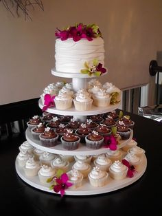 Might be worth ditching the customary BIG wedding cake for the convieniance of this. Hmmm.... #weddingcakes