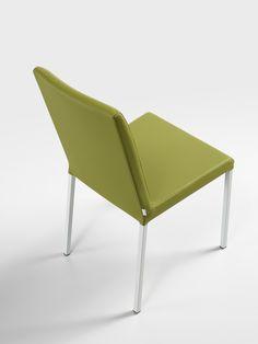 Sedia Novis nella nuova versione con gambe in metallo / Novis Chair avaiable now with metal legs