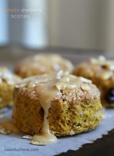 Pumpkin Cranberry Scones - cakeduchess.com #breakfast