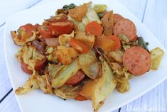 Looking for a recipe that won't heat up the house? Try this easy Kielbasa Cabbage Skillet Recipe that is made on the grill in a cast iron skillet.