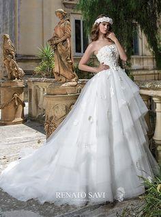 アクア・グラツィエがセレクトした、RS Couture(アールエス クチュール)のウェディングドレス、RS1671をご紹介いたします。