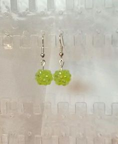 Handgemachte Ohrringe Ohrhänger grüne Discokugel Strassperlen