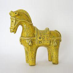 Bitossi, Aldo Londi, yellow horse Pottery World, Pottery Shop, Horse Sculpture, Animal Sculptures, Ceramic Pottery, Pottery Art, Spirited Art, Italian Pottery, Retro Home