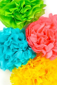 Tissue paper flowers make a gorgeous event decor with a big impact—think weddings, baby showers, bridal showers and more! Learn how to make easy tissue paper flowers, as well as different methods for cutting the petals to create four unique styles. Big Paper Flowers, Paper Sunflowers, How To Make Paper Flowers, Paper Flowers Wedding, Tissue Paper Flowers, Diy Flowers, Paper Poms, Paper Trees, Paint Flowers