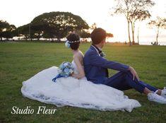 ブルーとホワイトのバラのナチュラルクラッチブーケ。お客様よりお写真拝借させていただきました。 Silk Flower Bouquets, Silk Flowers, Wedding, Flowers, Valentines Day Weddings, Weddings, Marriage, Mariage