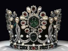 Definitely one of my favorites..... carved Gemstones are fabulous on this crown!