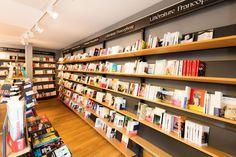 Donnez de la place à vos livres. #librairie #livre #mobibook #agencement Decoration, Bookcase, Shelves, Place, Boutique, Design, Home Decor, Bookstores, Photo Galleries