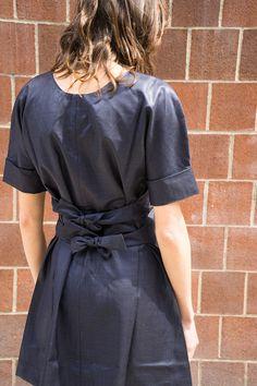 SHORT SLEEVE DRESS WITH TIES, BLACK