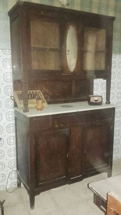Photo by ArtesAna Antique Furniture For Sale, Recycled Furniture, Furniture Sale, Industrial Furniture, Antique Wooden Chairs, Antique Buffet, Antique Wardrobe, Painting Wooden Furniture, Entryway Tables