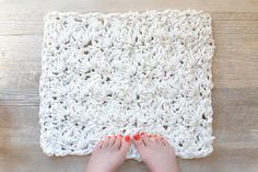 How to Crochet A Rug with Cloths Line