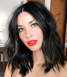 9 Fall Hair Color Trends You'll Love for 2017 For a fresh take on this fall favorite, try warming up jet-black with ribbons of chestnut highlights. A few piecey, cool-toned strands like Olivia Munn's look especially stellar on olive skin tones. Hair Color For Black Hair, Cool Hair Color, Black Hair Long Bob, Medium Black Hair, Funky Hair, Trendy Hair, White Hair, Medium Hair Styles, Short Hair Styles