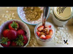 Overnights oats (de Amerikaanse naam voor havervlokken die je een nacht weekt in water of melk) zijn bij veganisten al jaren favoriet. Dit verrukkelijke, romige ontbijt dat we vonden op de health blog fitfoodiefinds is echter zó lekker dat we het tijd vinden dat iedereen van healthy havervlokken gaat genieten.