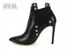 Collection Casadei: Casa Boots Clou T10 en cuir noir clouté