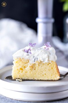 Lemon cake with lilac simple syrup and liac whipped cream frosting, the lilac cake is decorated with edible fresh lilac flowers Recipes With Whipping Cream, Cream Recipes, Dessert Cake Recipes, Desserts, Whipped Cream Frosting, Classic Cake, Pastry Brushes, Flower Food, Cake Batter