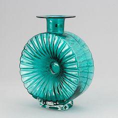 "Helena Tynell, ""solfaskan"", Riihimäen Lasi Oy. I produktion 1964-1974. - Bukowskis Glass Design, Design Art, Alvar Aalto, Bukowski, Modern Contemporary, Retro Vintage, Perfume Bottles, Vase, Home Decor"