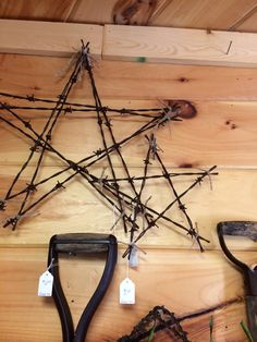 Home Interior Apartment Barbed wire wall art can add a rustic touch to your home. Unconventional materials like this look good in all styles of decor. Wire Wall Art, Metal Tree Wall Art, Scrap Metal Art, Metal Artwork, Tree Artwork, Barbed Wire Decor, Barbed Wire Wreath, Barb Wire Crafts, Metal Crafts