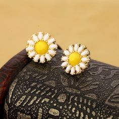 really good.beautiful!     Read More:   http://jewellerycabin.com/lovely-floral-stud-earrings-with-gold-plated-material.html