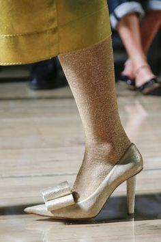 Sfilata Marc Jacobs New York - Collezioni Primavera Estate 2019 - Dettagli - Vogue Hot Shoes, Women's Shoes Sandals, Shoe Boots, Shoes Sneakers, Flats, Spring Shoes, Summer Shoes, Marc Jacobs, Popular Shoes