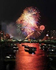7月30日東京都の花火でも一番じゃないかと思われる隅田川花火大会が開催されますね 今年はどんな花火大会になるのか そしてどこで見ようかなぁ贅沢に船の上でっていうのもいいね  tags[東京都]