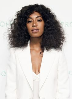 Solange Knowles embraces her natural, textured hair