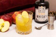 Mit dem FINRIC Apple Temptation haben wir einen leckeren Whiskycocktail kreiert! 🥃 Apfel 🥃 Whiskydrink 🥃 DIY 🥃 Rezept 🥃 Mixtipp 🥃 Anleitung 🥃 Frucht Whisky Cocktail, Candle Jars, Candles, Cocktails, Apple, Apple Juice, Tutorials, Tips, Craft Cocktails