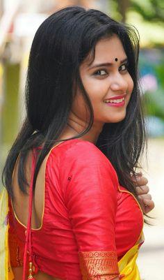 Beautiful Blonde Girl, Beautiful Girl Image, Beautiful Women, South Indian Actress Hot, Most Beautiful Indian Actress, Cute Beauty, Beauty Girls, Hanuman Photos, Pakistani Actress