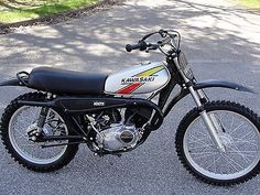 Up for sale is my 1977 Kawasaki KZ This bike runs as good as it looks. It is an original paint, 5500 mile bike. Everything works on the bike as you would expect. Kawasaki Dirt Bikes, Kawasaki Motorcycles, Vintage Bikes, Vintage Motorcycles, Enduro Motorcycle, Vintage Motocross, Bike Run, Classic Bikes, Sport Bikes