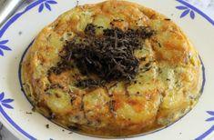 Te enseñamos a preparar de manera sencilla la receta de tortilla de patatas y trufa, una receta con sabor intenso ideal para una cena especial. Con tiempos, ingredientes y trucos para que te quede perfecta a la primera