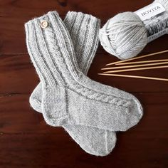 - Puikoilta tipahti toiveiden mukaisesti ihan(an) arkisen. Baby Hats Knitting, Knitting Socks, Hand Knitting, Knitted Hats, Crochet Socks, Knit Crochet, Crochet Pattern, Mitten Gloves, Mittens