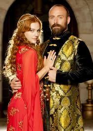 Meryem Uzerli (as Hurrem Sultan) and Halit Ergenç (as Kanuni Sultan Suleyman)