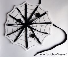 Halloween Lacing Cards (Love to Learn Linky #11)   Totschooling - Toddler and Preschool Educational Printable Activities
