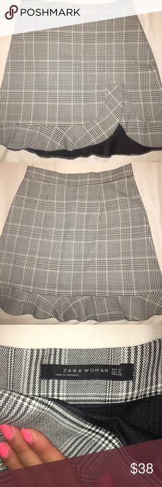 Zara skirt Beautiful mid length skirt that I never got to wear since it's too big on me Zara Skirts Midi