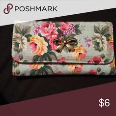 Flower wallet Mint wallet with flower detail. Trifold with snap button Bags Wallets
