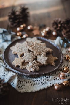 These are the very best Christmas cookies: Grandma's spice butter cookies with vanilla, cinnamon Best Christmas Cookies, Christmas Desserts, Christmas Baking, Holiday Treats, Chocolate Crinkle Cookies, Chocolate Crinkles, Vanilla Cookies, Biscuits, Fancy Cookies