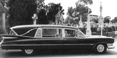 '59 cadi hearse, would look much better with 800+ horses uner the hood and straight pipes under the sills