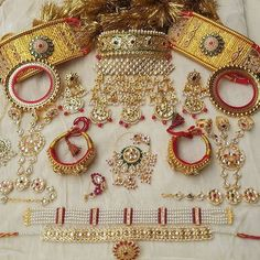 Indian Jewelry Earrings, Indian Jewelry Sets, Fancy Jewellery, Gold Jewellery Design, Gold Jewelry, Wedding Jewelry Sets, Wedding Accessories, Bridal Jewelry, Rajput Jewellery