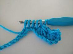 Crochet I Cord, Bobble Stitch Crochet, Crochet Motif, Diy Crochet, Crochet Stitches, Knitted Shawls, Clothes Hanger, Inspiration, Knitting