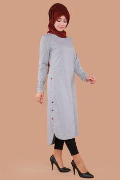 ** SONBAHAR / KIŞ ** Yanları Aktif Düğmeli Tunik Gri Ürün Kodu: BH2138 --> 49.90 TL Muslim Women Fashion, Islamic Fashion, Casual Hijab Outfit, Hijab Dress, Abaya Fashion, Women's Fashion Dresses, Modele Hijab, Simple Kurti Designs, Baby Cardigan Knitting Pattern
