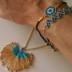 Beaded Flowers Patterns, Beaded Jewelry Patterns, Bracelet Patterns, Tassel Necklace, Beaded Bracelets, Tiny Stud Earrings, Peyote Stitch, Bracelet Tutorial, Brick Stitch
