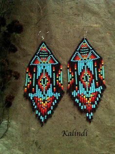 Native American jewelry is full of history and significance. The materials used are often the same materials that were used hundreds of years ago among Native American tribes. Beaded Earrings Native, Beaded Earrings Patterns, Native Beadwork, Red Earrings, Beading Patterns, Fringe Earrings, Beading Tutorials, Bracelet Patterns, Native American Earrings