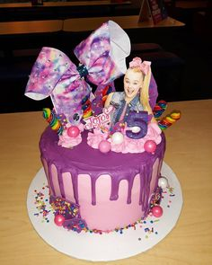 I love the JoJo Bow added as a cake topper!yuli 4 th bday Jojo Siwa Birthday Cake, Birthday Cake Girls, Birthday Cake Toppers, 6th Birthday Parties, 9th Birthday, Birthday Ideas, Bow Cakes, Cupcake Cakes, Cupcakes