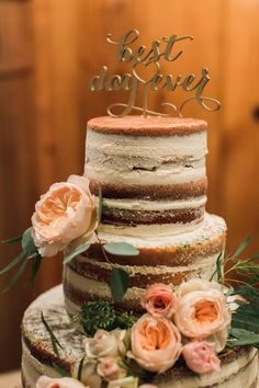Rustic elegant wedding cake idea; Photo: Lyndsay Undseth Photography