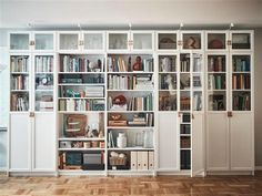 IKEA : la cultissime bibliothèque Billy a 40 ans, retour en images - Marci Ut. Ikea Wall Shelves, Ikea Bookcase, Built In Bookcase, Wall Of Bookshelves, Living Room Bookcase, Ikea Living Room, Billy Bookcase With Doors, Billy Bookcases, Ikea Billy Bookcase White