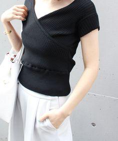 ニット Knit Fashion, Womens Fashion, Dog Wear, Apron Dress, Shirt Blouses, Shirts, Office Outfits, Knitting Designs, Color Combos